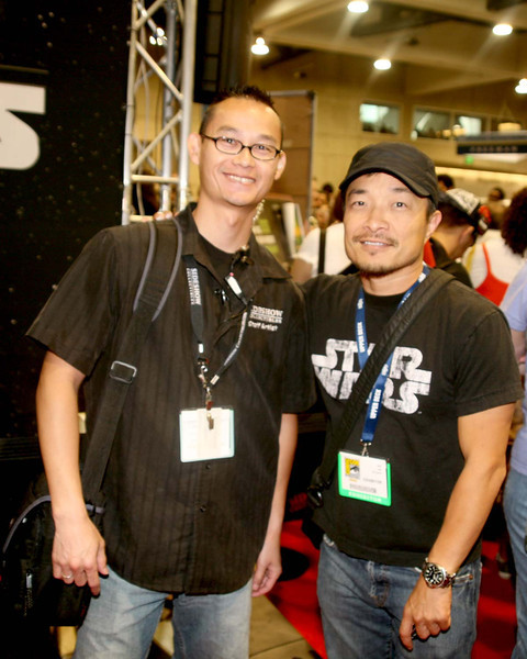 Ah... the joy that is the San Diego International Comic-Con, where tens of thousands of fans, geeks, and looky-loos all come together. Sometimes undercover artists and celebrities stop by and here I caught Marvel artist Jim Lee looking around.