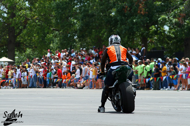 "To see what more you can do by your motorbike, go to:<br />  <a href=""http://www.salehphotography.com/Sports/Stunt"">http://www.salehphotography.com/Sports/Stunt</a>"
