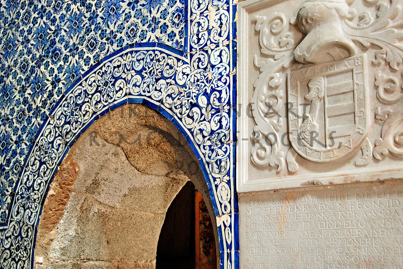 <center>Heraldries Igreja de Sao Francisco, Evora, Portugal © R. Meadows-Rogers, 2008</center>