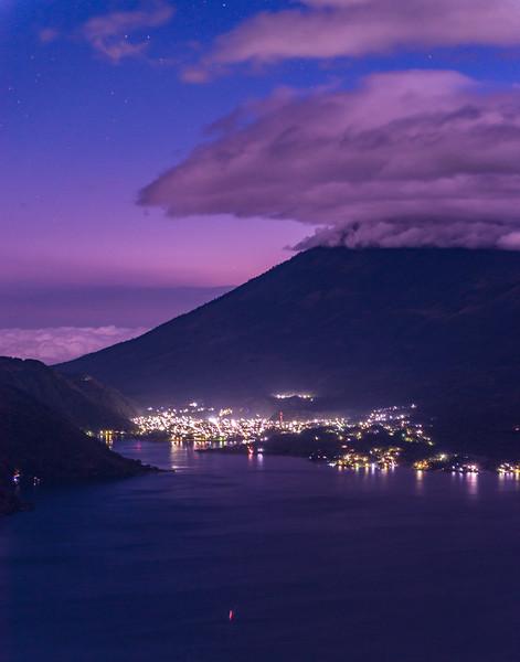 San Lucas Tolimán brilla por la noche
