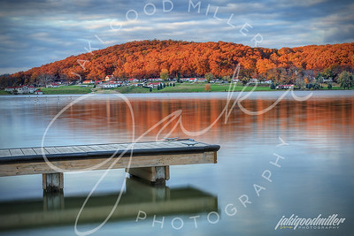 autumn-red-at-lake-white_10693502855_o
