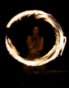 FIRE-SPINNMAN-INA CIRCLE