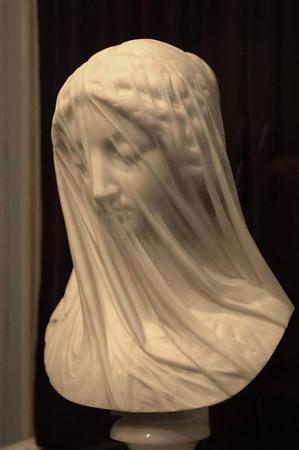 """La """" Virgen con Velo """", un busto tallado en una sola pieza de mármol.  Giovanni Strazza (1818 - 1875)"""
