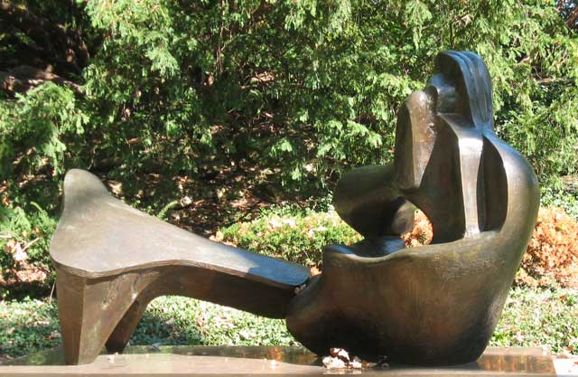 Henry Moore sculpture at the Nelson-Atkins Museum of Fine Art.