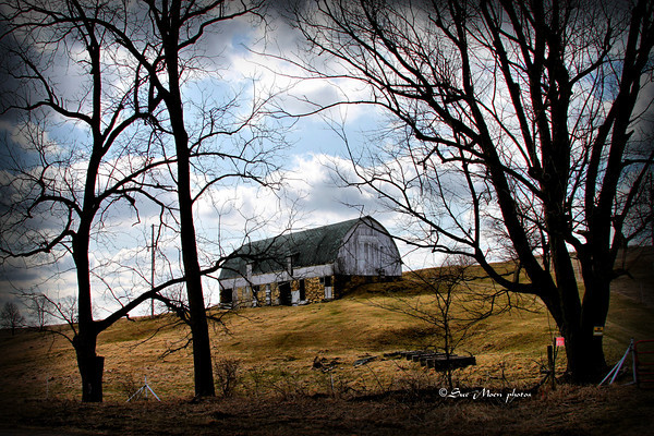 The house is gone leaving the old barn alone on the hill.