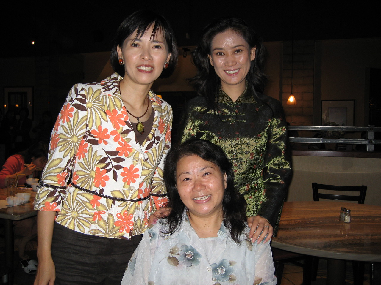 Bumpped into good friend - diana and sister Tang at the restaurant before the show,          what a small world!