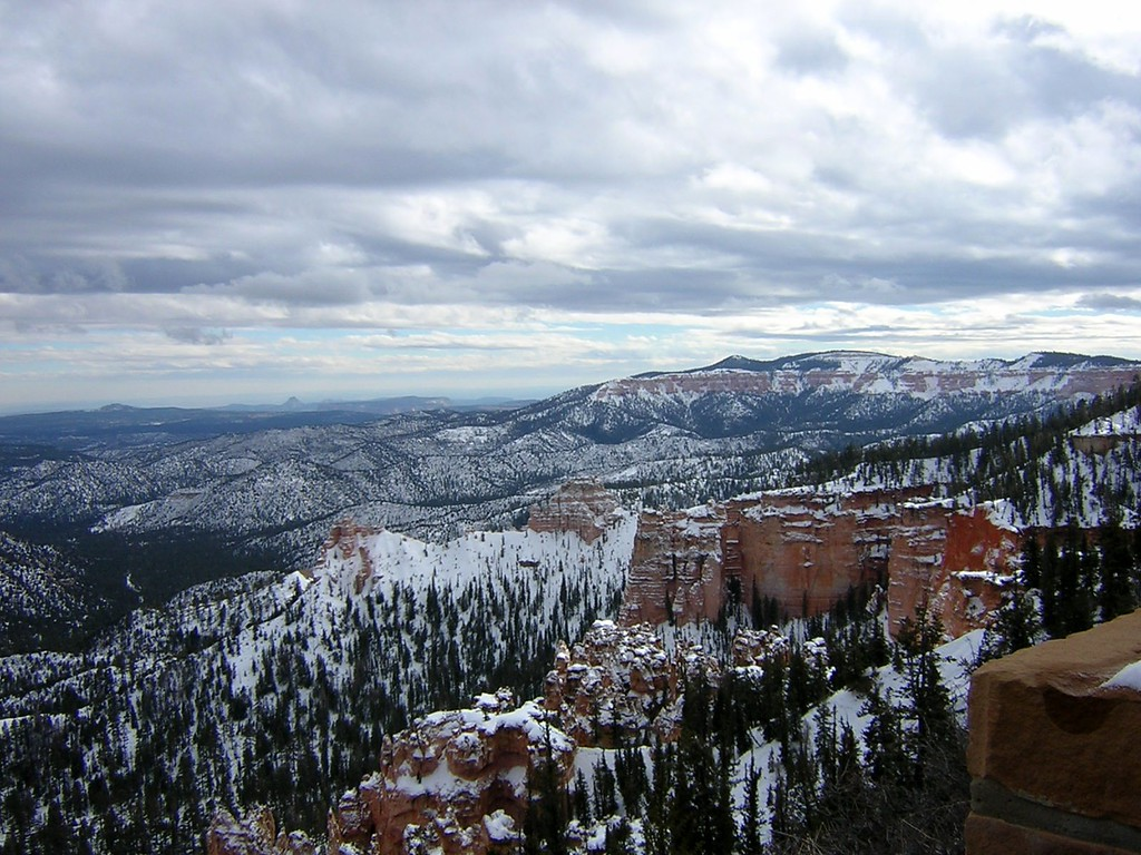 Bryce Canyon National Park, December 2004. Image Copyright 2003 - 2006 by DJB.  All Rights Reserved.