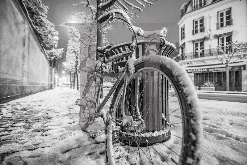Cycle under the snow