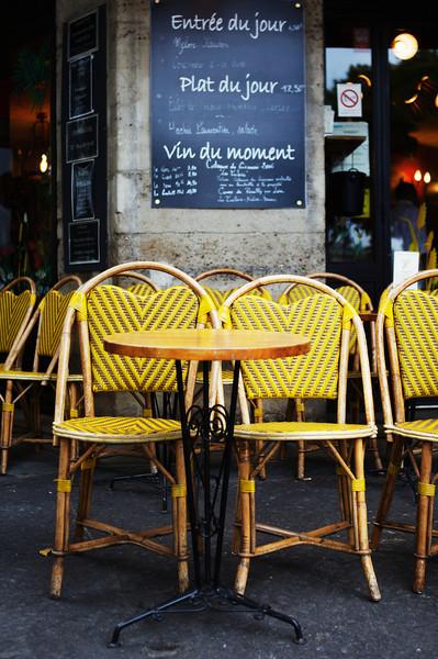 les chaises jaunes