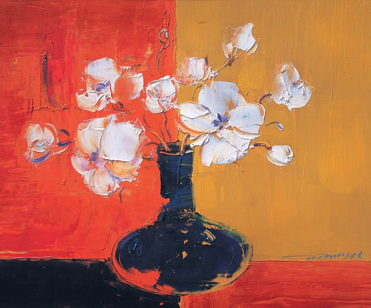 White flowers in a black vase by Jiang Tienyu  --- Image by © ArtKey/Corbis