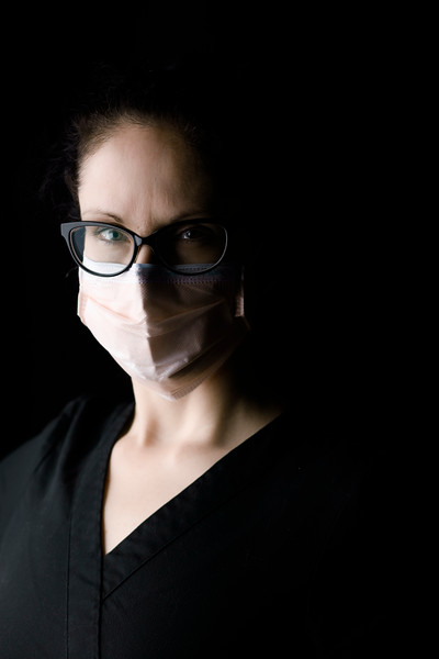 healthcare-worker-n95-bust-mask-black-scrubs