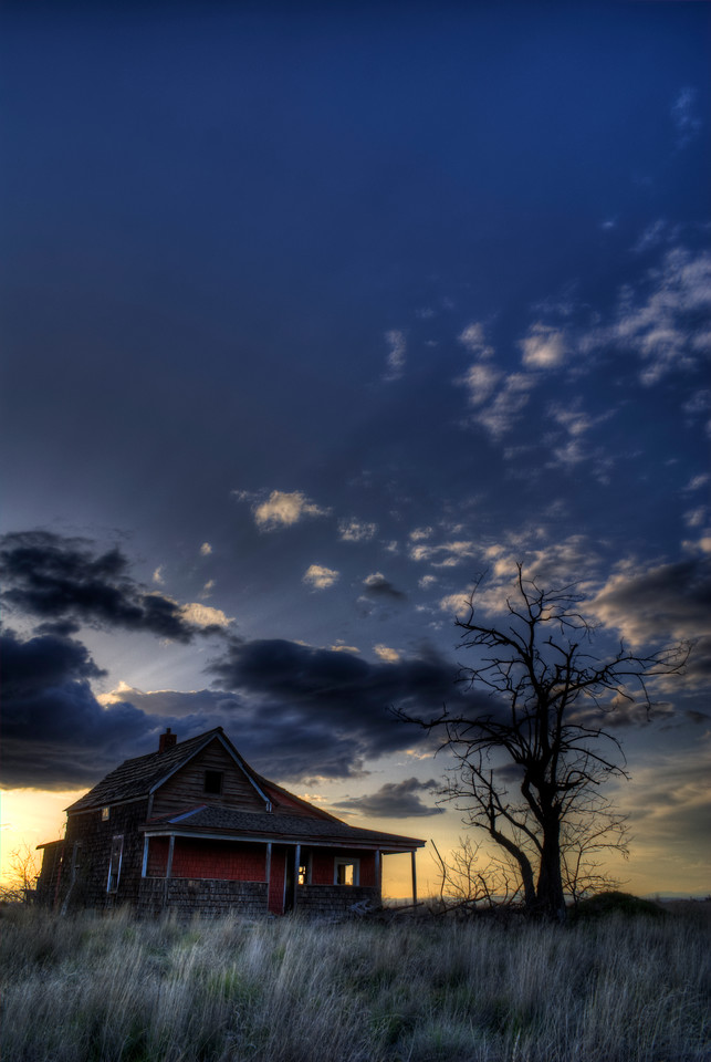 "Abandoned House on the Plains of Oregon<br /> By Brett Downen<br /> <br /> Float Mounted MetalPrint<br /> Available sizes: 4"" x 6"", 8"" x 12"", 16"" x 24"". 24"" x 36"""