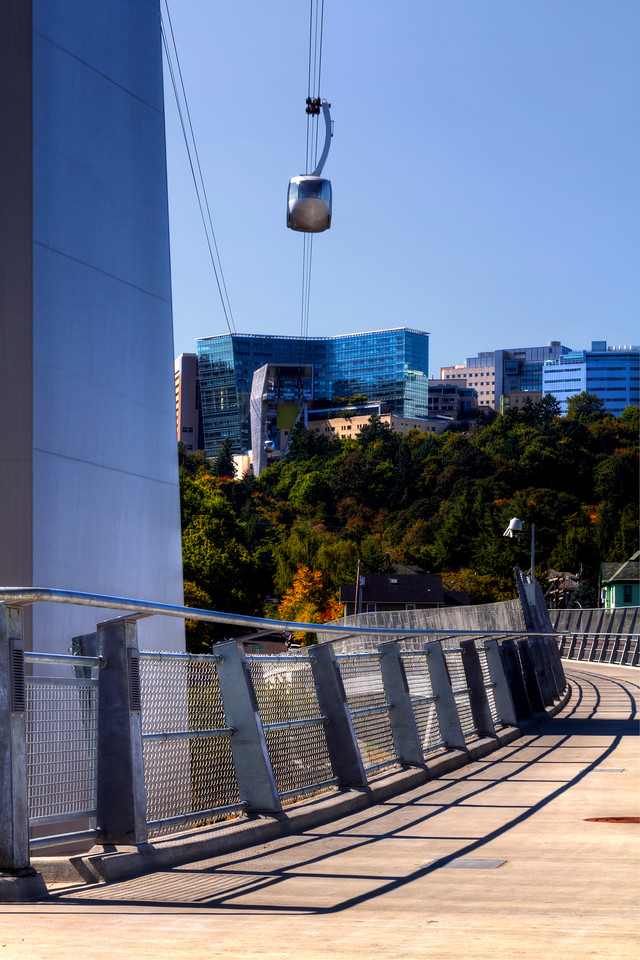 Pedestrian walkway and the OHSU tram. The south waterfront, Portland, Oregon