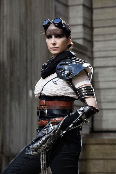 furiosa-gorgeous-great-arm-shot.jpg