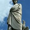 Escultura de Dante Alighieri