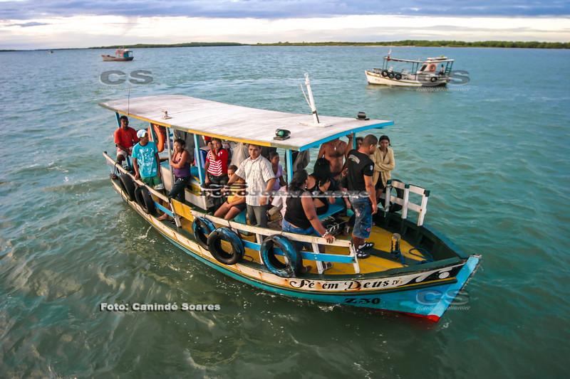 Barco na travessia para Galinhos, RN