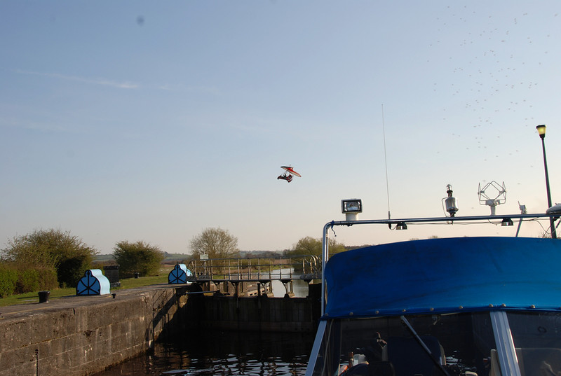 What the f...!!! <br /> <br /> Could this be Les rehearsing 'the flying scene' for the upcoming 'ET visits The Shannon'?
