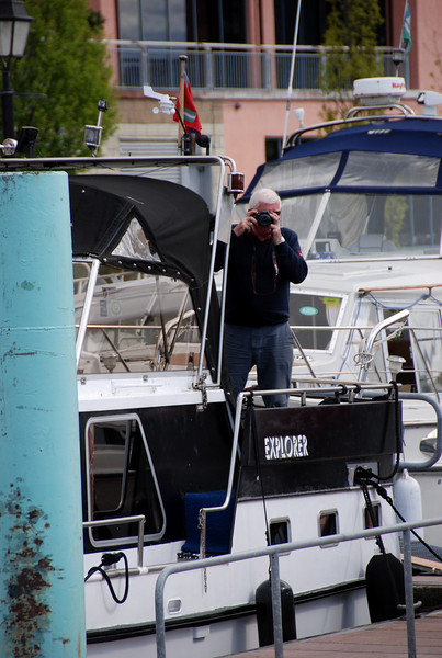 Mike 'Mahoney' Moroney ('Explorer') snaps the snapper on 'Arthur'! Other IWAICC boats had arrivd in Athlone earlier, including: 'Heron's Wake', 'Miss Eva', 'Polecat', 'Lady Faye' and 'JKath'.  And later in the day, 'Cruidin', 'Nashia' and 'Nauti Bouy' joined the CIC.