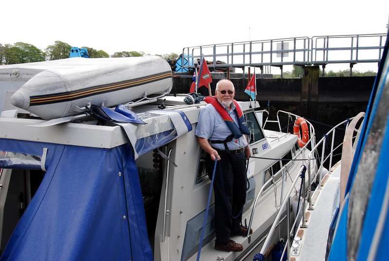 Archie doing the two ropes inside Athlone Lock!