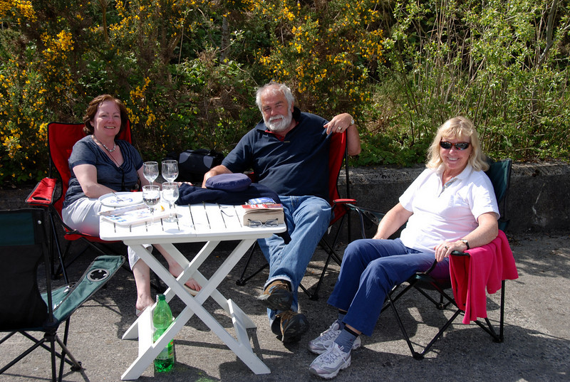 Mary Healy with John & Breda Ryan, enjoying a relaxing moment on the quayside.
