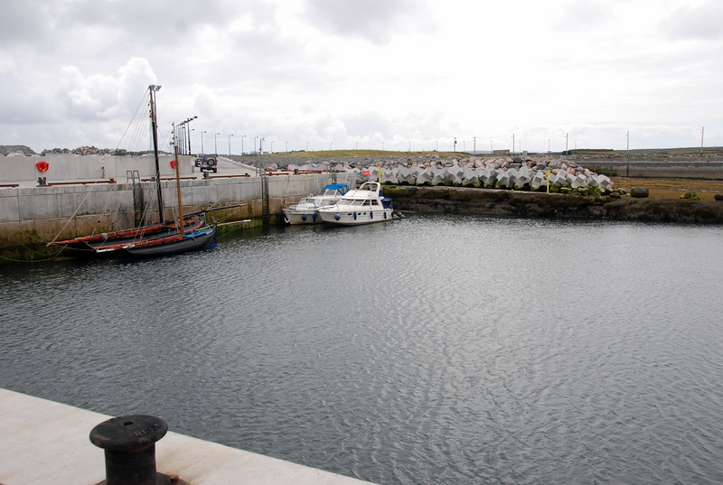 View from other end of harbour where ferries moor. Ample water depth always available, even at low tide.