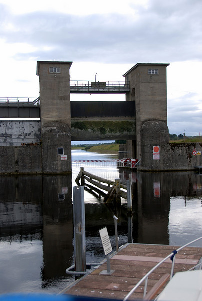"""Arthur"" arrived at Parteen Weir on July 20th 2010 circa 17.45 having made prior arrangements with Ger Reid (Ardnacrusha Lock-keeper). Unfortunately the barriers, which are controlled from Ardnacrusha, could not be raised and consequently we could not proceed until someone was despatched to fix the problem."