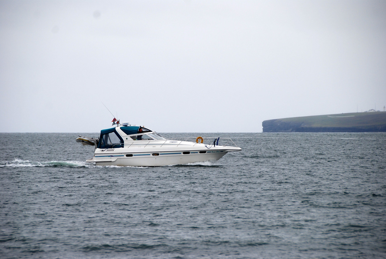 15.35...Nauti Buoy heads up the Shannon Estuary bound for Kilrush.  Loop Head in the background.