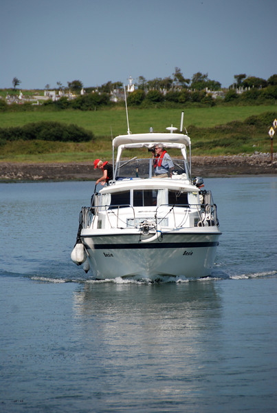 Shane exits Kilrush Creek Marina Lock whilst keeping an eye on the leading markers that assist navigation through this narrow channel...