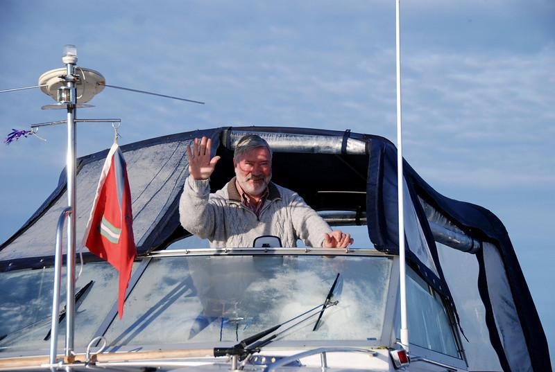 Charlie Murray gets ready to depart Dromineer...