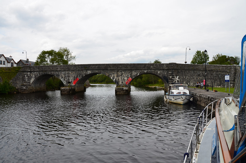 Quayside at Cootehall.  We pulled in and dropped our radar arch...the first time that we had done so since we left Portumna!  Maybe we would have made it under the bridge without problem but we decided not to take the chance!