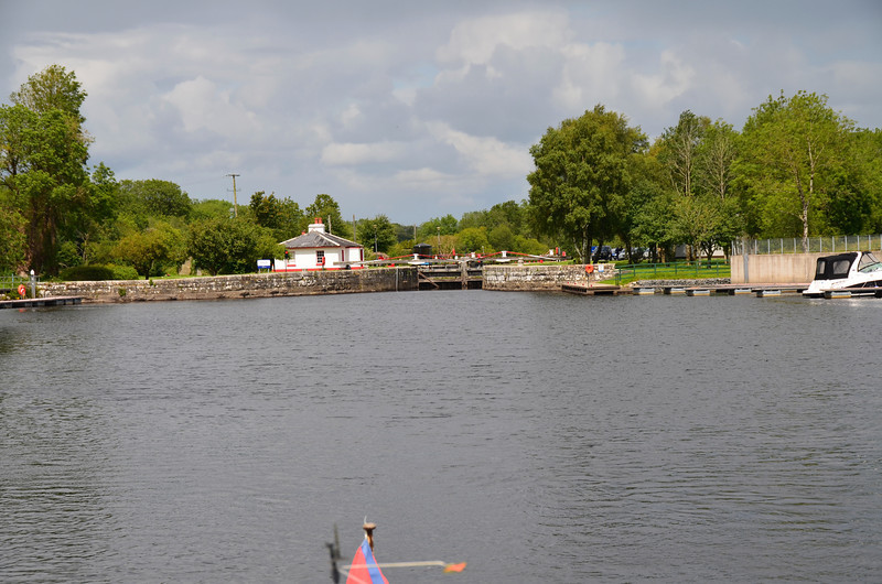 Rooskey Lock with waiting jetties on either side as you approach.