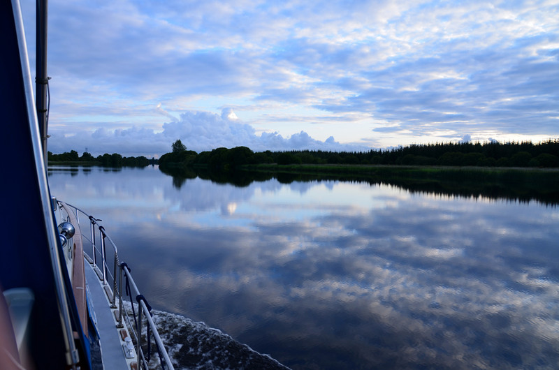 It was so calm that the clouds are clearly reflected in the still water...