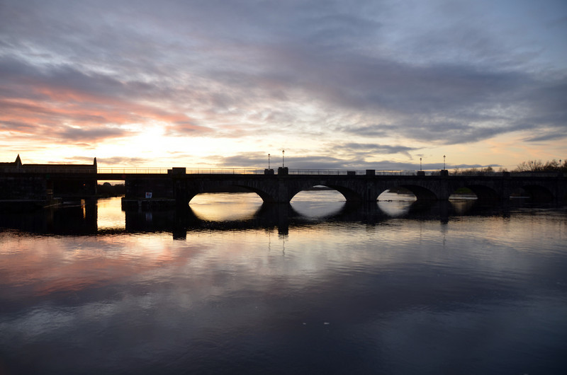 Sunday, 18th December, 2011 circa16:15 hrs. Banagher Bridge...gotta love those colours. Heading home tomorrow.