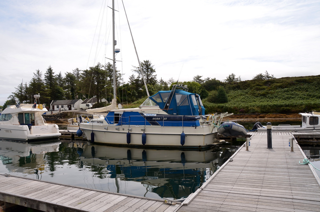 """Arthur"" in her berth at Lawrence Cove Marina.<br /> <br /> Now that I look at the photo (taken a day after we berthed) it does look like a tight fit!<br /> <br /> Video clip of our berthing!<br /> <br /> <a href=""https://www.youtube.com/watch?v=t2KW3B25AGg"">https://www.youtube.com/watch?v=t2KW3B25AGg</a><br /> <br /> [Good broadband recommended]"
