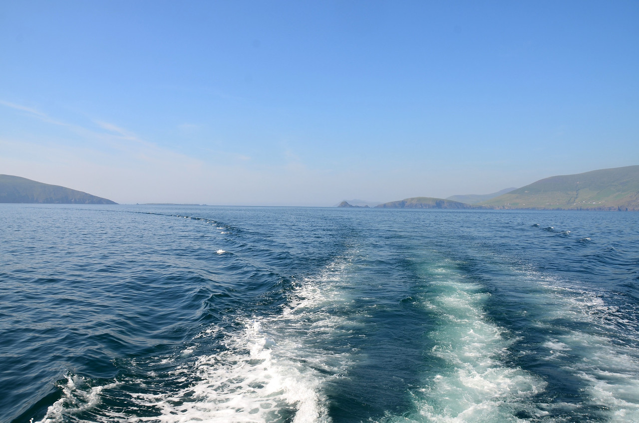 17:44 hrs. We leave the Blasket Sound in our wake and head across Dingle Bay towards the approach to Cahersiveen. We have now been on the water for seven and a half hours!
