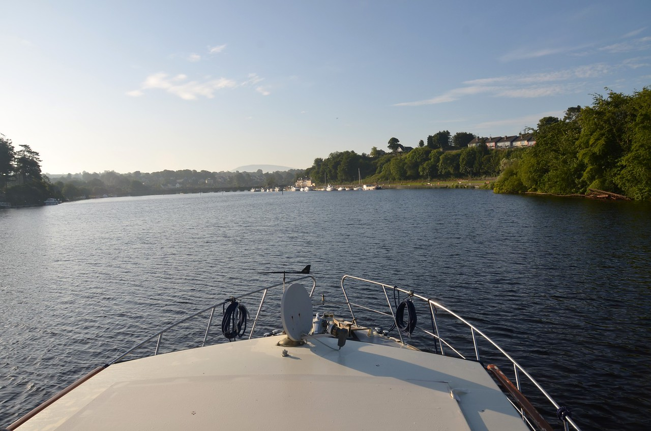 On the approach to Killaloe at circa 20:30. We are due at Arndacrusha circa 09:00 hrs on Wednesday.