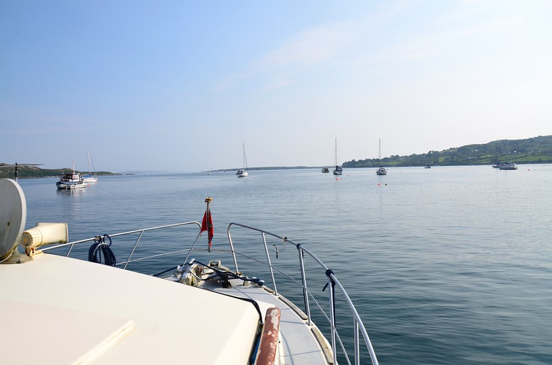 'Arthur' with bow pointing towards the entrance to Schull Harbour.