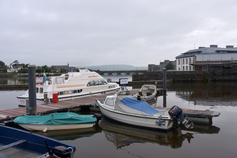 Circa 07:50 ...we have arranged with Dick Sparling for a lock-through Sarsfield Lock at 08:00. The weather looks very good, no wind and plenty of sunshine...an ideal combination for our passage to Kilrush.