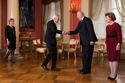Arthur Abrahamsen fra Stavanger i Rogaland, ledsaget av Ragnhild Stene, har fått kongens fortjenstmedalje.