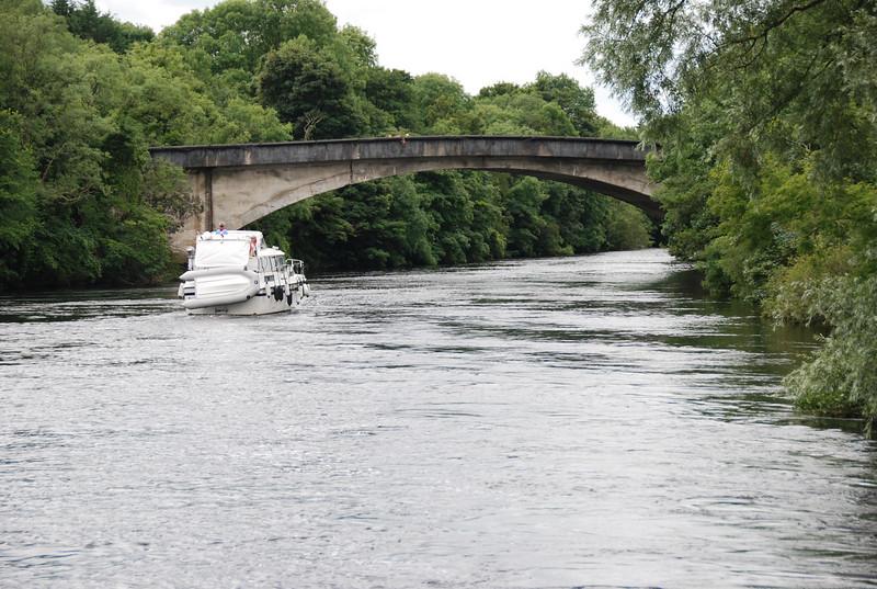 Besie about to pass under Parteen Bridge.