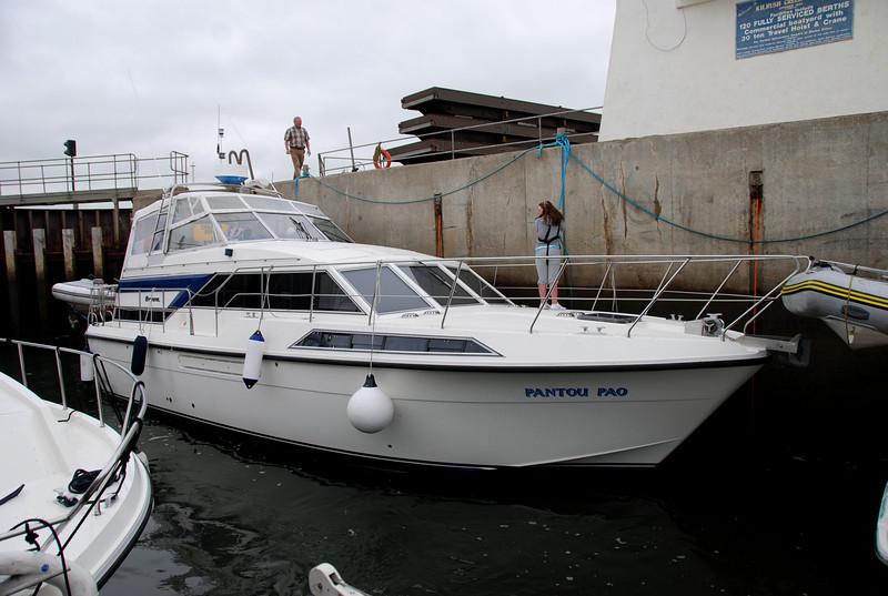 17.41...Pantou Pau enters Kilrush Creek Marina lock with Marina Manager, John Hehir, keeping a watchful eye on proceedings in his lock!