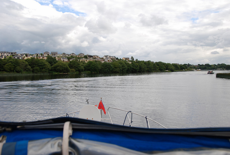 We approached Killaloe at circa 17.10 and proceeded to lower the radar arch in preparation for passing through the bridge at Killaloe. Weather still holding up at this point in the passage