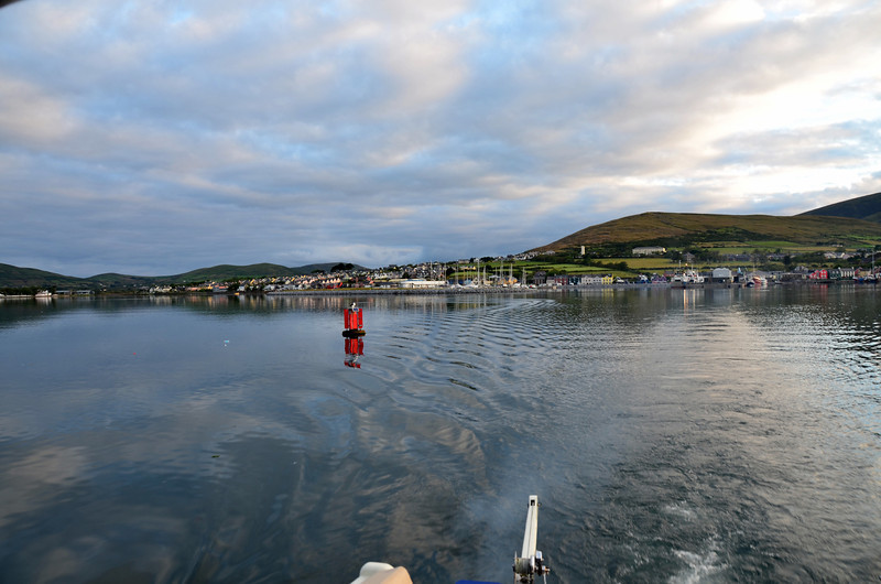A bright morning with a good forecast for cruising to Kilrush. Winds low, Force 2, with swell of approx 1.2m -1.3m. And we would enjoy favourable tide as we exited Dingle ....AND also as we cruised up the Shannon Estuary.  It is a real bonus when you can beneft from favourable tide at two or more locations on a single passage!