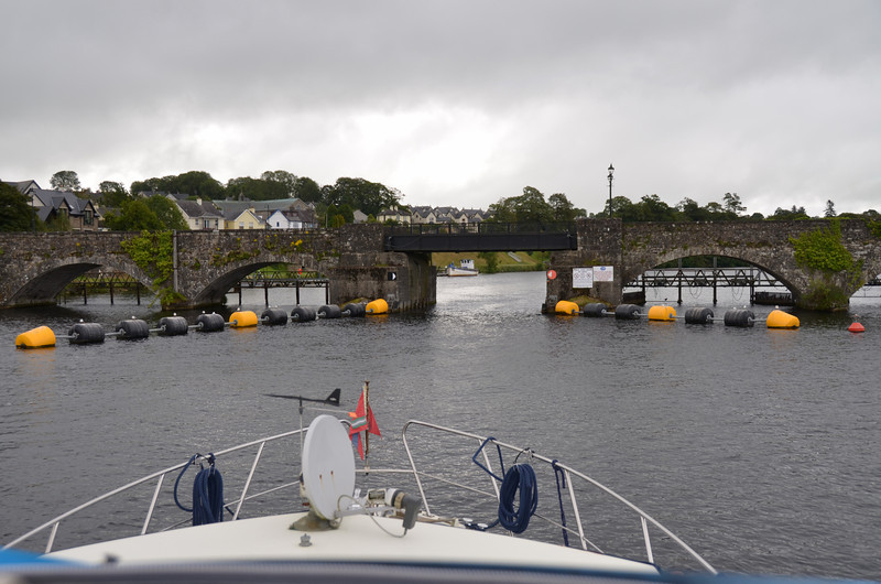 """""""Arthur"""" about to pass under the bridge at Killaloe."""