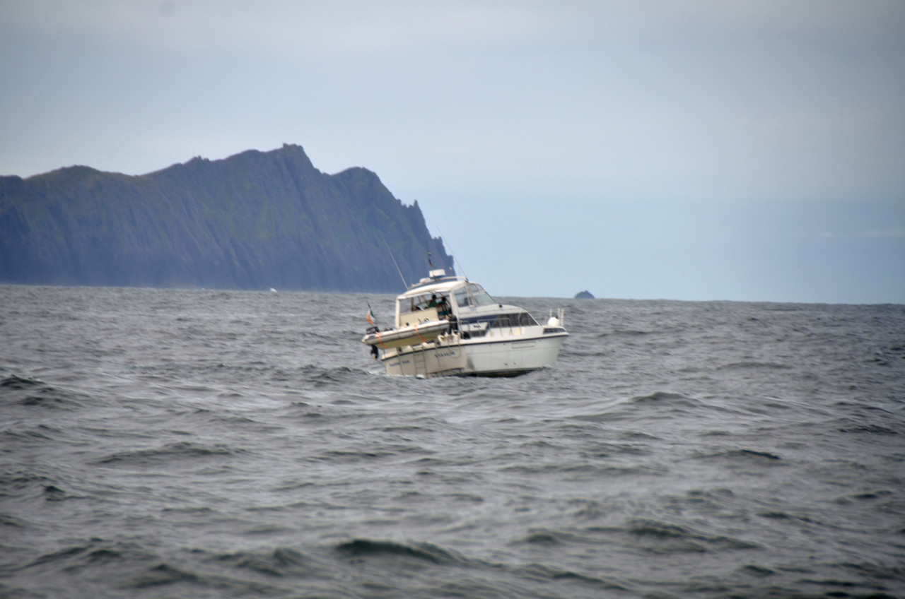 The next seven photos, taken between 10.00 - 11.00 hrs, feature Pantou Pao cruising on the Kerry coast as she heads for Dingle.
