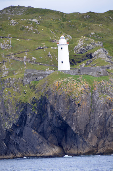 Ardnakinna Lighthouse at the west entrance to Bere Island