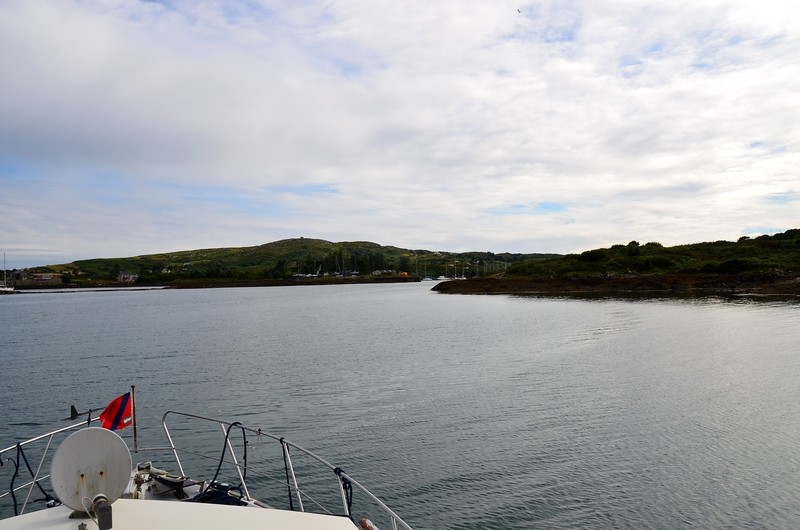 17.45...Approaching Lawrence Cove.  And it's just over 7 hours since we departed Dingle Marina.  A nice leisurely passage in good conditions, both on water and above it!