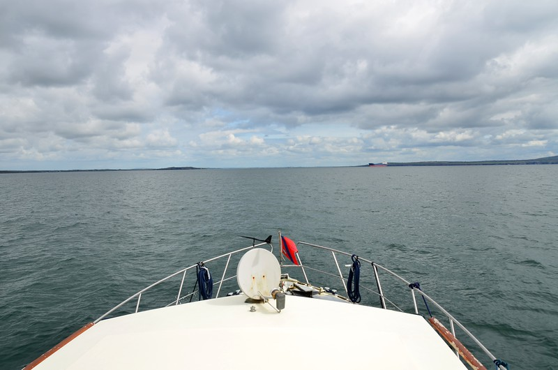 circa 13:30...approximately seven and a half-hours since we departed Dingle and we are now heading up the Shannon Estuary.  And we are enjoying the last hour of a rising tide... :-)