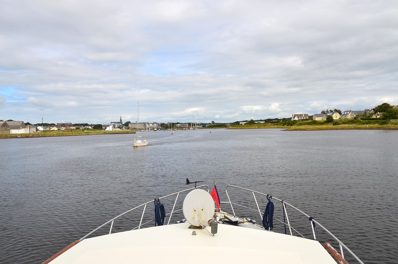 15:25...In Kilrush Creek Marina. Total passage time amounted to nine and a half hours...but that included a detour into Carrigaholt. One of the longest passages that we have ever completed on 'Arthur'.