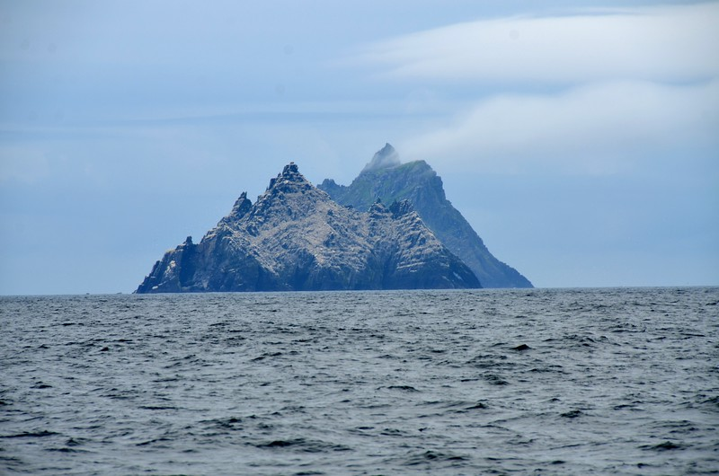 circa 10:38...passing the Skelligs. Great Skellig in the background and Little Skellig in the foreground. We have only ever but passed them on our way to and from Lawrence Cove.  It would be nice to view them up close rather than from afar!  The problem is the time that it takes to detour from your primary route. Another item for the Bucket List.
